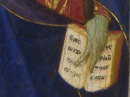 livre ouvert et main